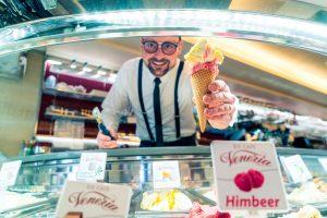 Eiscafe Venezia - Eis aus der Waffel